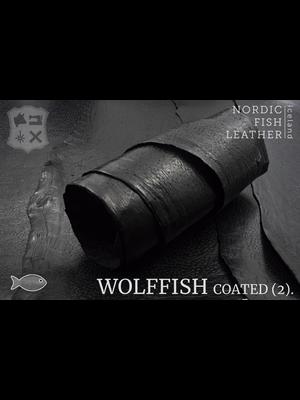 Nordic Fish Leather Gevlekte Zeewolf in de kleur Loki 809s (zwart), gefinisht met medium gloss