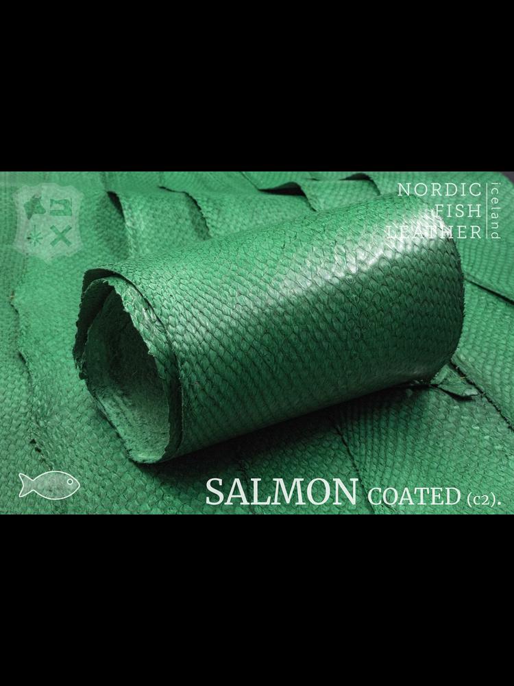 Nordic Fish Leather Zalm in de kleur Fagur 135s (groen), gefinisht met zijdeglans, gesloten schubben