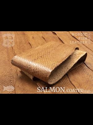 Nordic Fish Leather Zalm in de kleur Haust 942s (cognac), gefinisht met zijdeglans, gesloten schubben