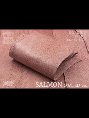 Nordic Fish Leather Zalm in de kleur Bliða 952s (roze), gefinisht met zijdeglans, gesloten schubben