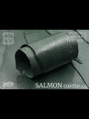 Nordic Fish Leather Zalm in de kleur Fura 904s (groen), gefinisht met zijdeglans, gesloten schubben