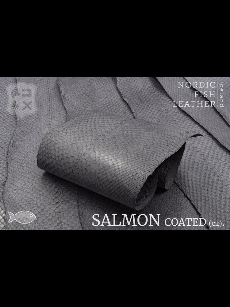 Nordic Fish Leather Zalm in de kleur Vala 956s (grijs), gefinisht met zijdeglans, gesloten schubben