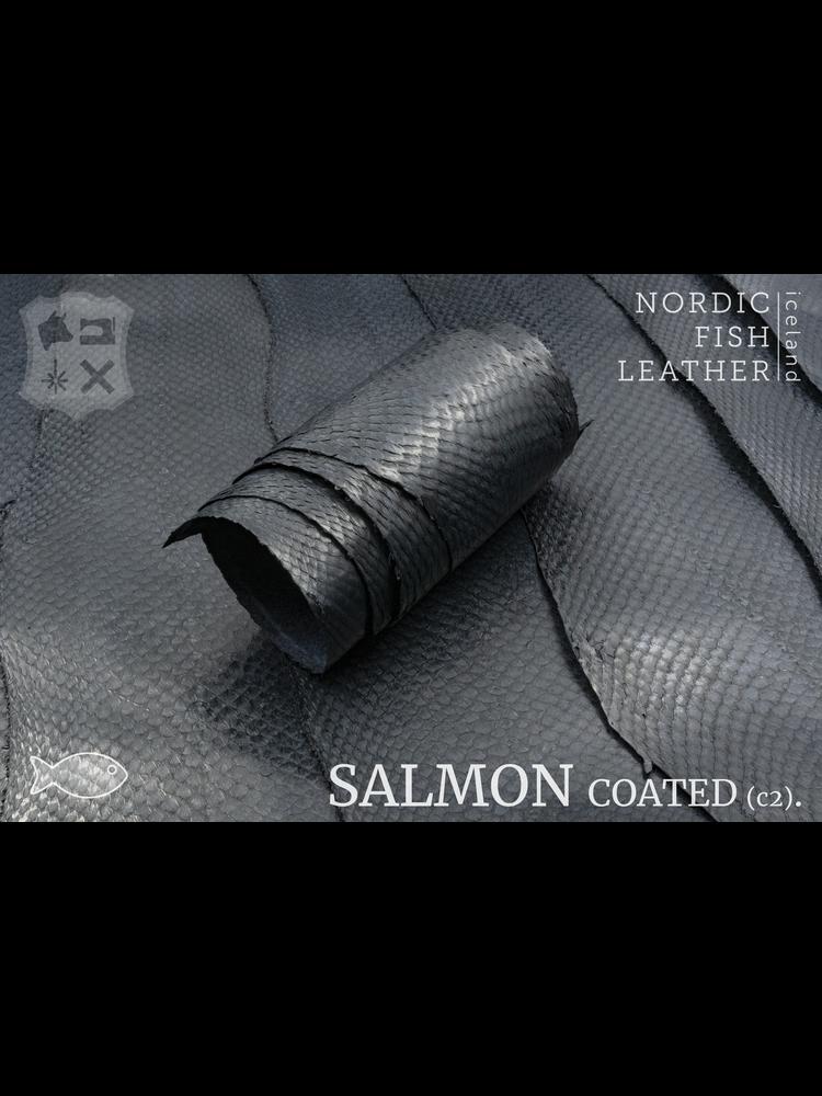 Nordic Fish Leather Zalm in de kleur Berg 987s (Antraciet), gefinisht met zijdeglans, gesloten schubben - Copy