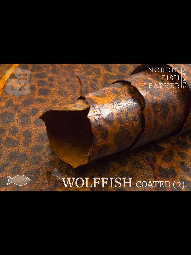 Nordic Fish Leather Gevlekte Zeewolf in de kleur Ýmir 857s (Oranje), gefinisht met medium gloss