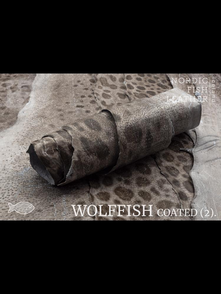 Nordic Fish Leather Gevlekte Zeewolf in de originele kleur natural 801s (niet-geverfd), gefinisht met medium gloss