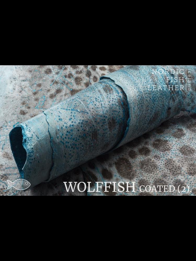 Nordic Fish Leather Gevlekte Zeewolf in de kleur Baldur 812s (Blauw), gefinisht met medium gloss