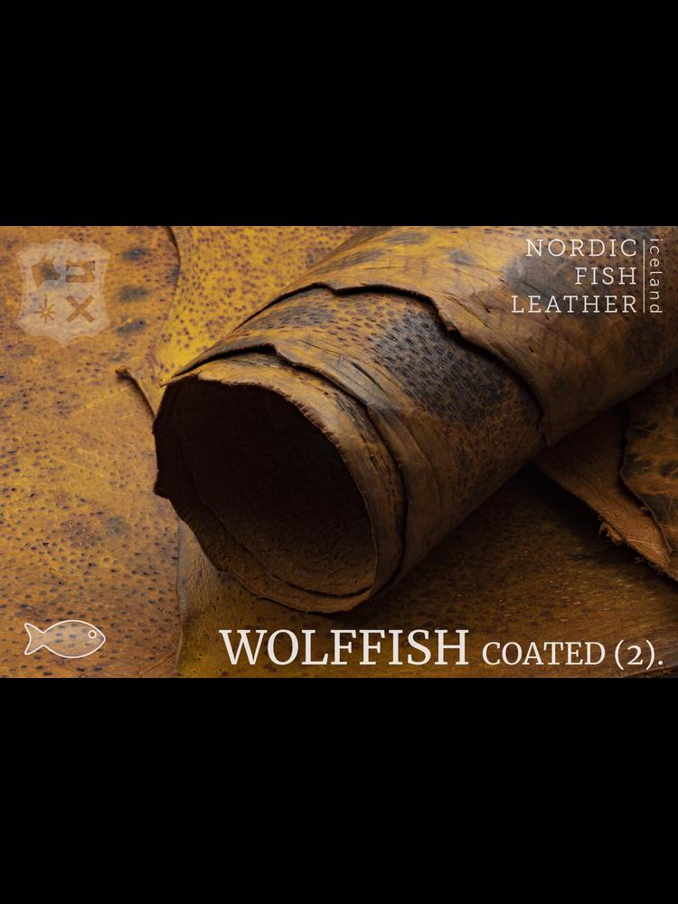 Nordic Fish Leather Gevlekte Zeewolf in de kleur Fjalar 804s (cognac), gefinisht met medium gloss