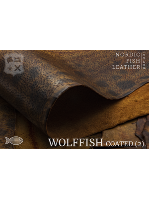 Nordic Fish Leather Gevlekte Zeewolf in de kleur Búri 803s (Bruin), gefinisht met medium gloss