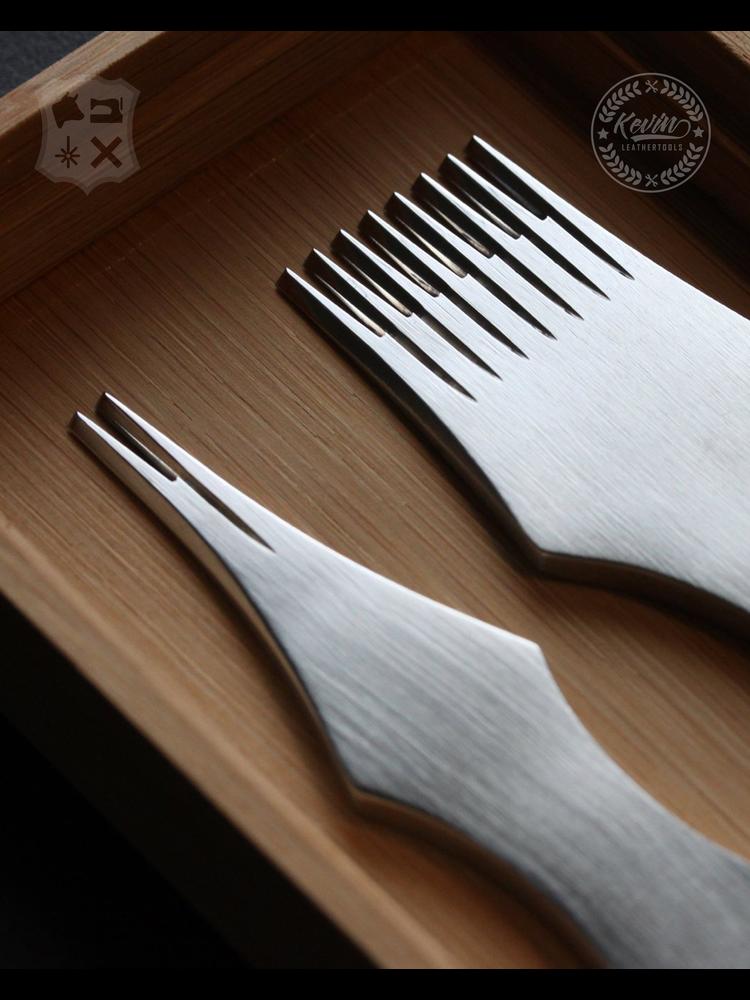 Kevin Lee Tools Franse stijl Leervorken set  (French Pricking Irons 2+8 tanden)