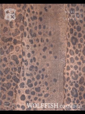 Nordic Fish Leather Gevlekte Zeewolf in de kleur Embla 846s (Oud-roze), gefinisht met medium gloss