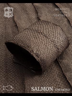 Nordic Fish Leather Visleer Zalm in de kleur Börkur 918s (donkerbruin), niet gefinisht