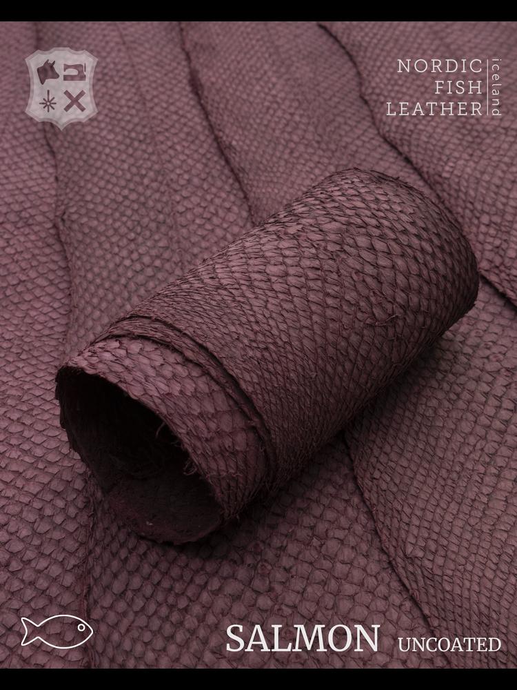 Nordic Fish Leather Visleer Zalm in de kleur Brenna 102s (Aubergine), niet gefinisht