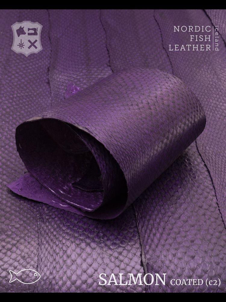 Nordic Fish Leather Zalm in de kleur Galdur 127s (paars), gefinisht met zijdeglans, gesloten schubben