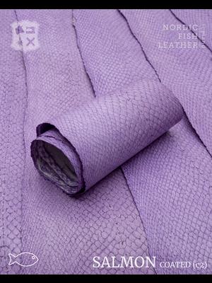 Nordic Fish Leather Zalm in de kleur Ilmur 998s (lila), gefinisht met zijdeglans, gesloten schubben