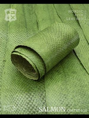 Nordic Fish Leather Zalm in de kleur Vor 984s (groen), gefinisht met zijdeglans, gesloten schubben