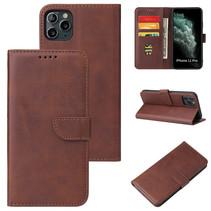 Case2go - Hoesje geschikt voor iPhone 11 Pro Max - Wallet Book Case -  Ruimte voor 3 pasjes - Donker Bruin