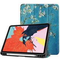 iPad Air 2020 hoes - 10.9 inch - Tri-Fold Book Case met Apple Pencil Houder - Witte Bloesem