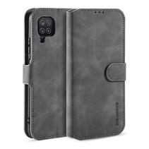 CaseMe - Samsung Galaxy A12 Hoesje - Met Magnetische Sluiting - Ming Serie - Leren Book Case - Grijs