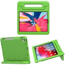 iPad Pro 2021 (11 Inch) Hoes - Schokbestendige iPad Hoes voor Kinderen met Handvat - Groen