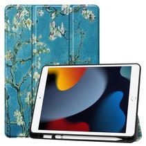 Case2go - Tablet hoes geschikt voor Apple iPad 2021 - 10.2 inch - Tri-Fold Book Case - Apple Pencil Houder - Witte Bloesem