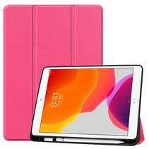 Case2go - Tablet hoes geschikt voor Apple iPad 2021 - 10.2 inch - Tri-Fold Book Case - Apple Pencil Houder - Magenta