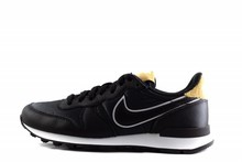 Nike W NIKE INTERNATIONALIST HEAT Black/Wheat-Gold