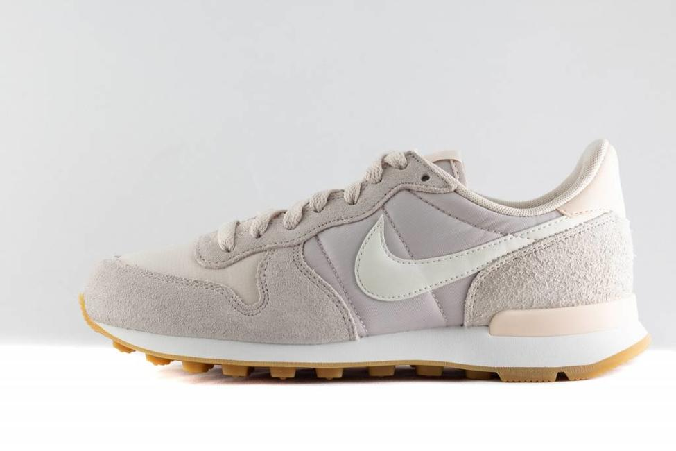 Nike W NIKE INTERNATIONALIST Desert Sand/Summit White