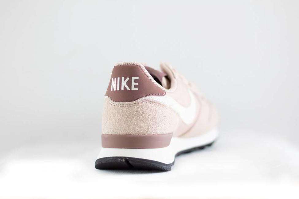 Nike W NIKE INTERNATIONALIST Particle Beige/SummitWhite