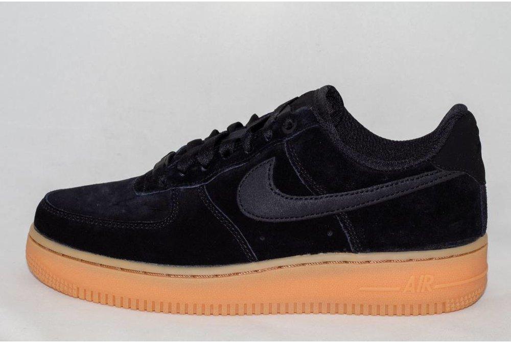 Nike W NIKE AIR FORCE 1 '07 SE Black/Black-Gum med Brown-Ivory