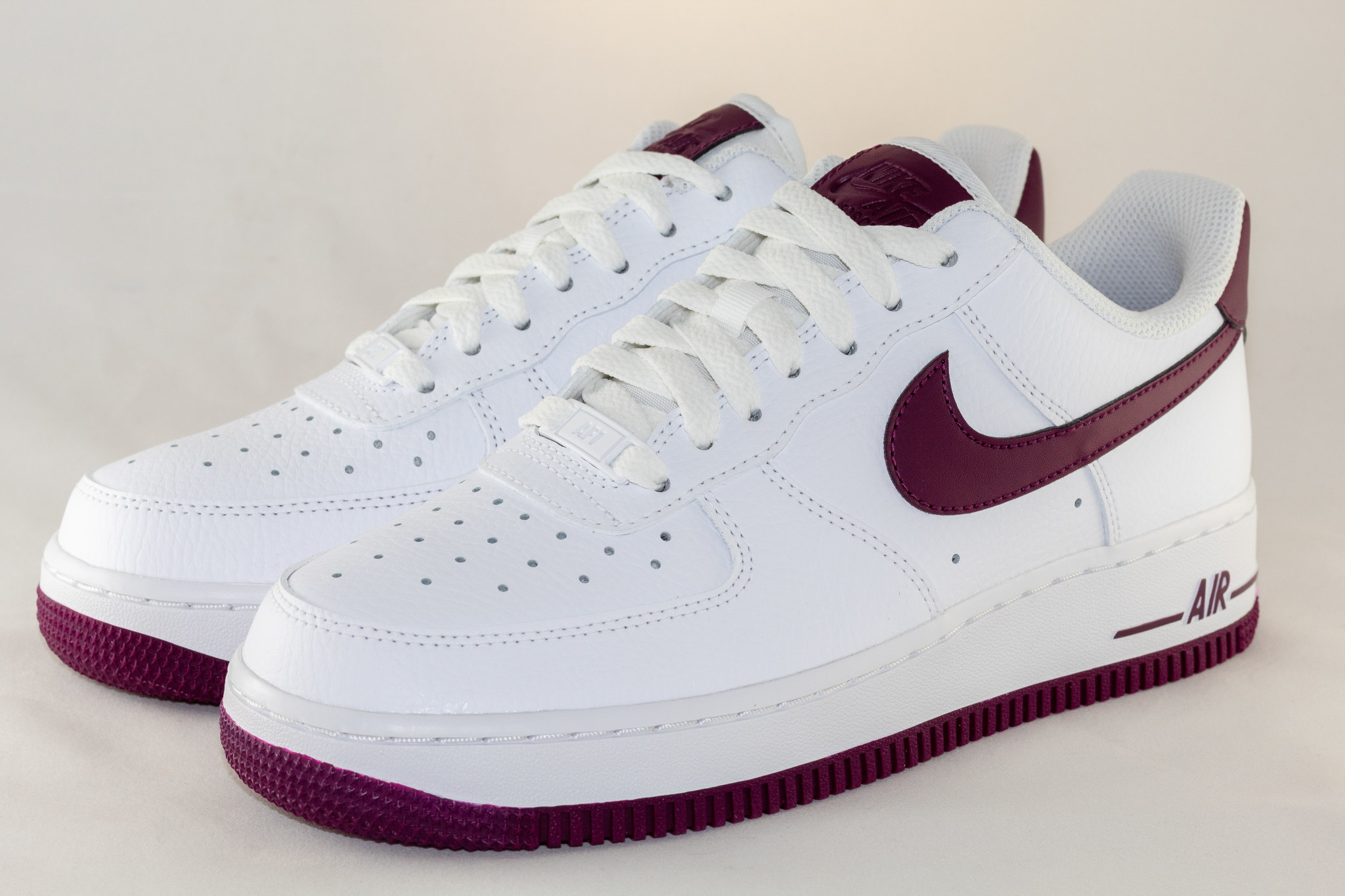 Nike NIKE WMNS AIR FORCE 1 '07 White/Bordeaux