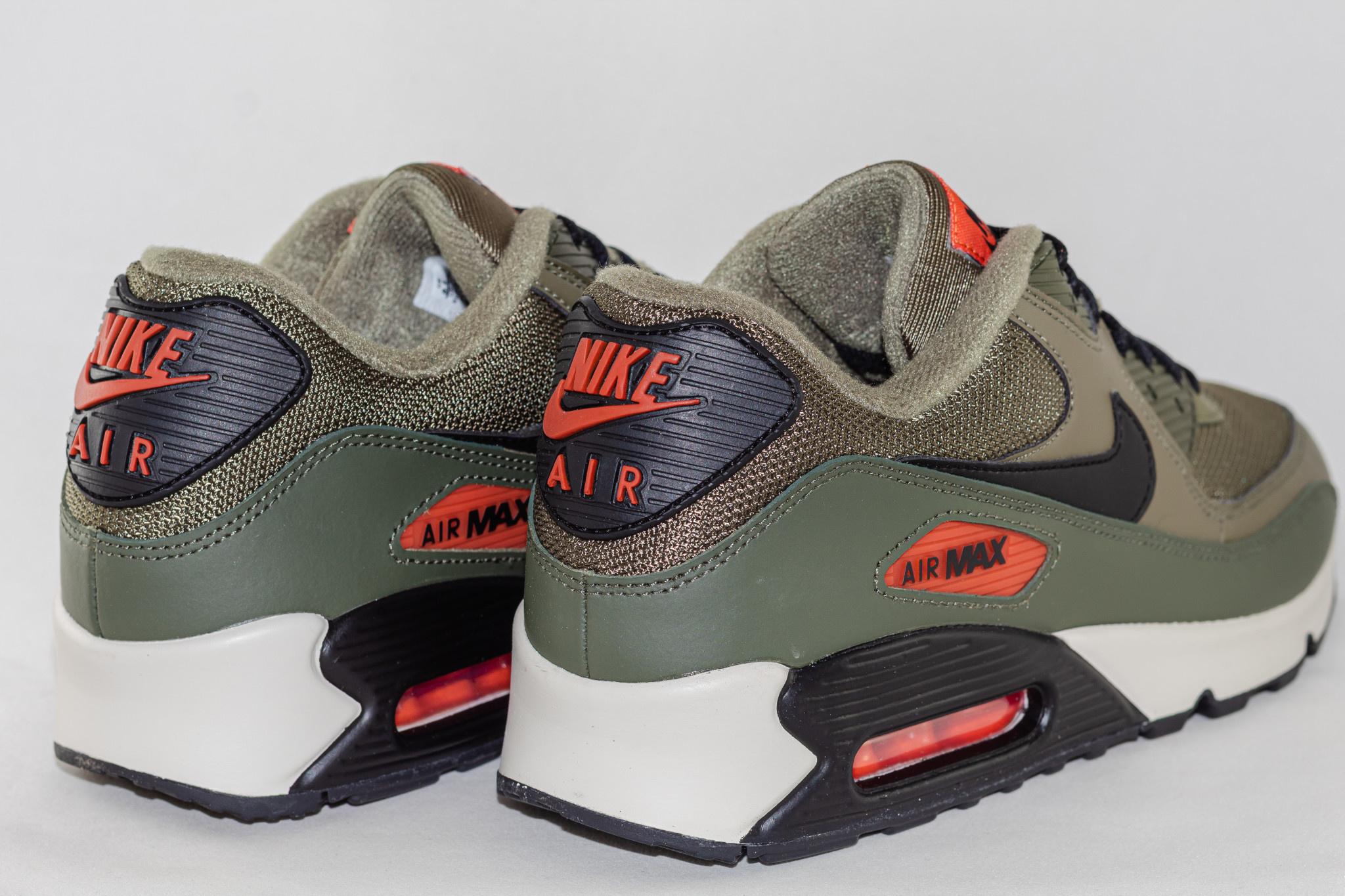 Nike NIKE AIR MAX 90 ESSENTIAL Medium Olive/ Black- Team Orange