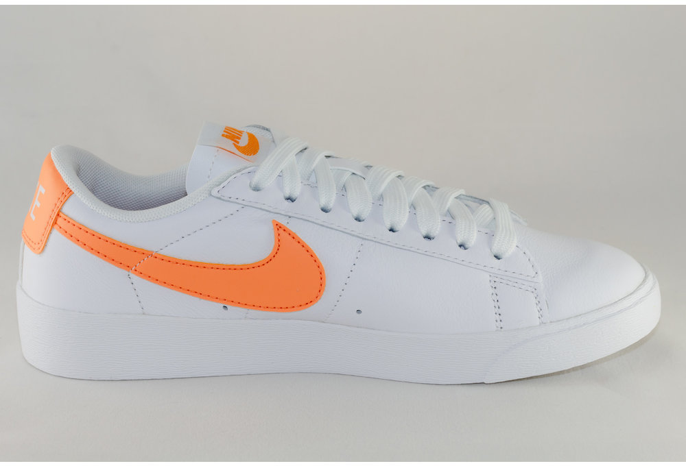 Nike NIKE BLAZER LOW White/ Fuel Orange- White