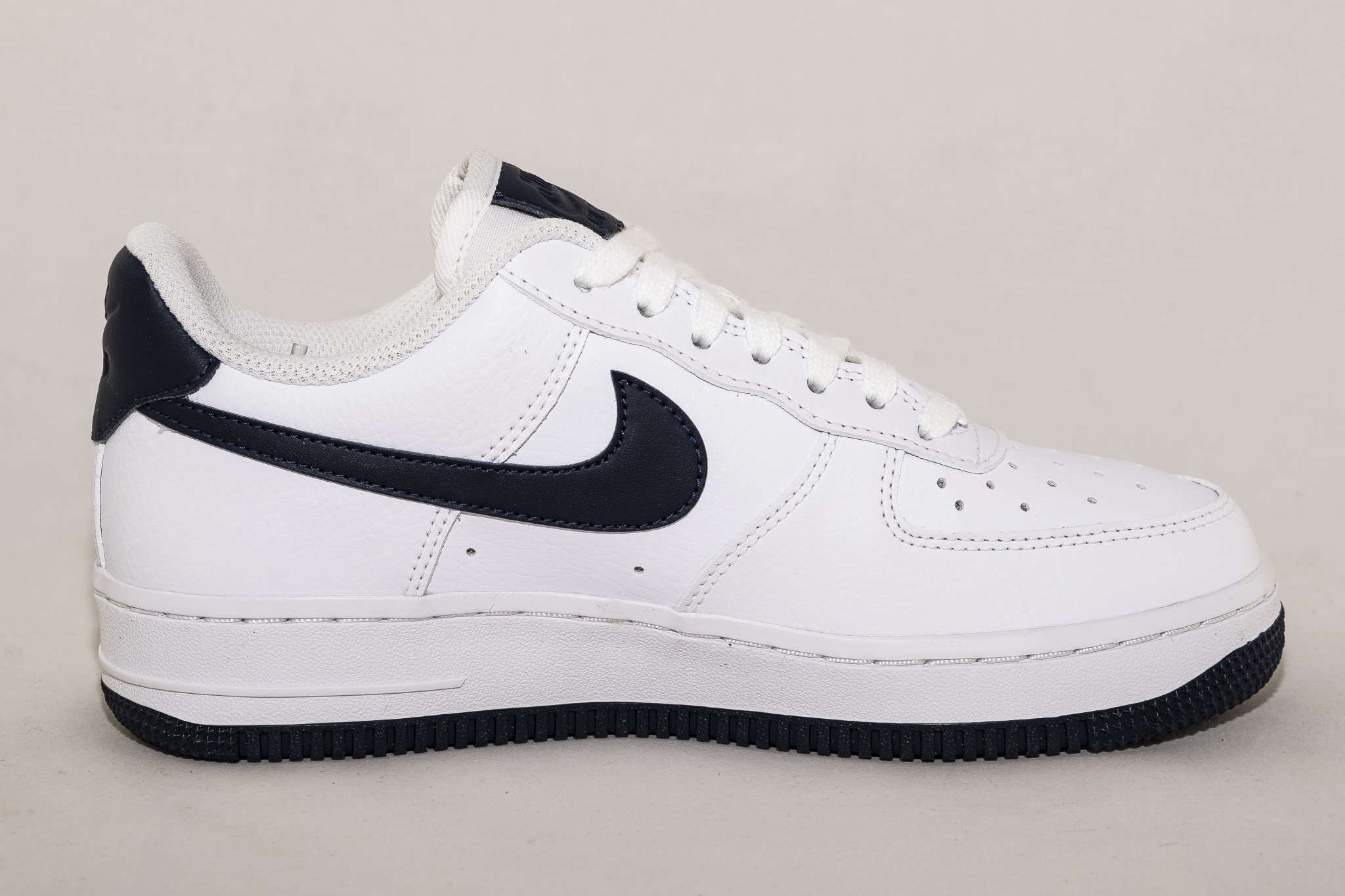 Nike AIR FORCE 1 '07 White/ Obsidian