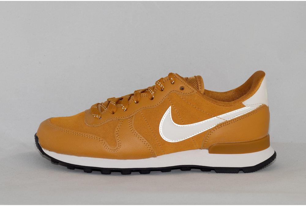 Nike W NIKE INTERNATIONALIST SE Gold Suede/ Phantom-Black