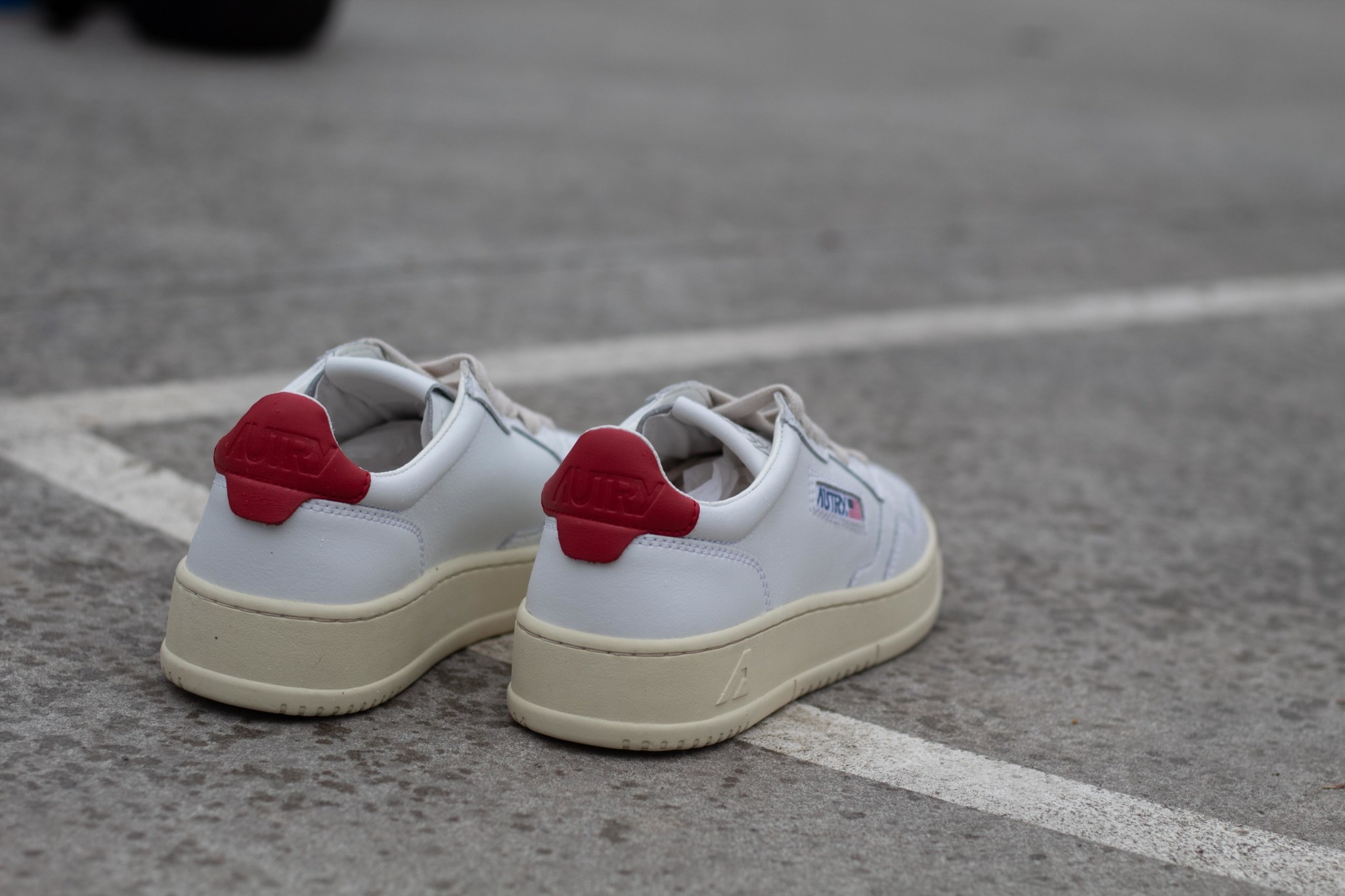 Autry 01 LOW WOMAN ALL LEAT White/ Red