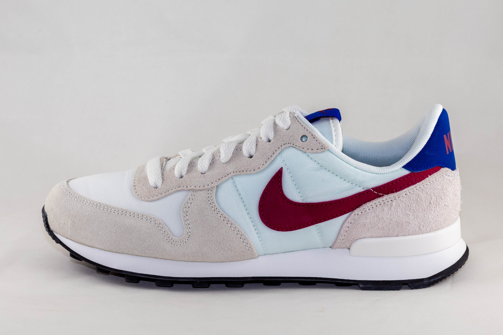 NIKE INTERNATIONALIST Summit White/ Noble Red