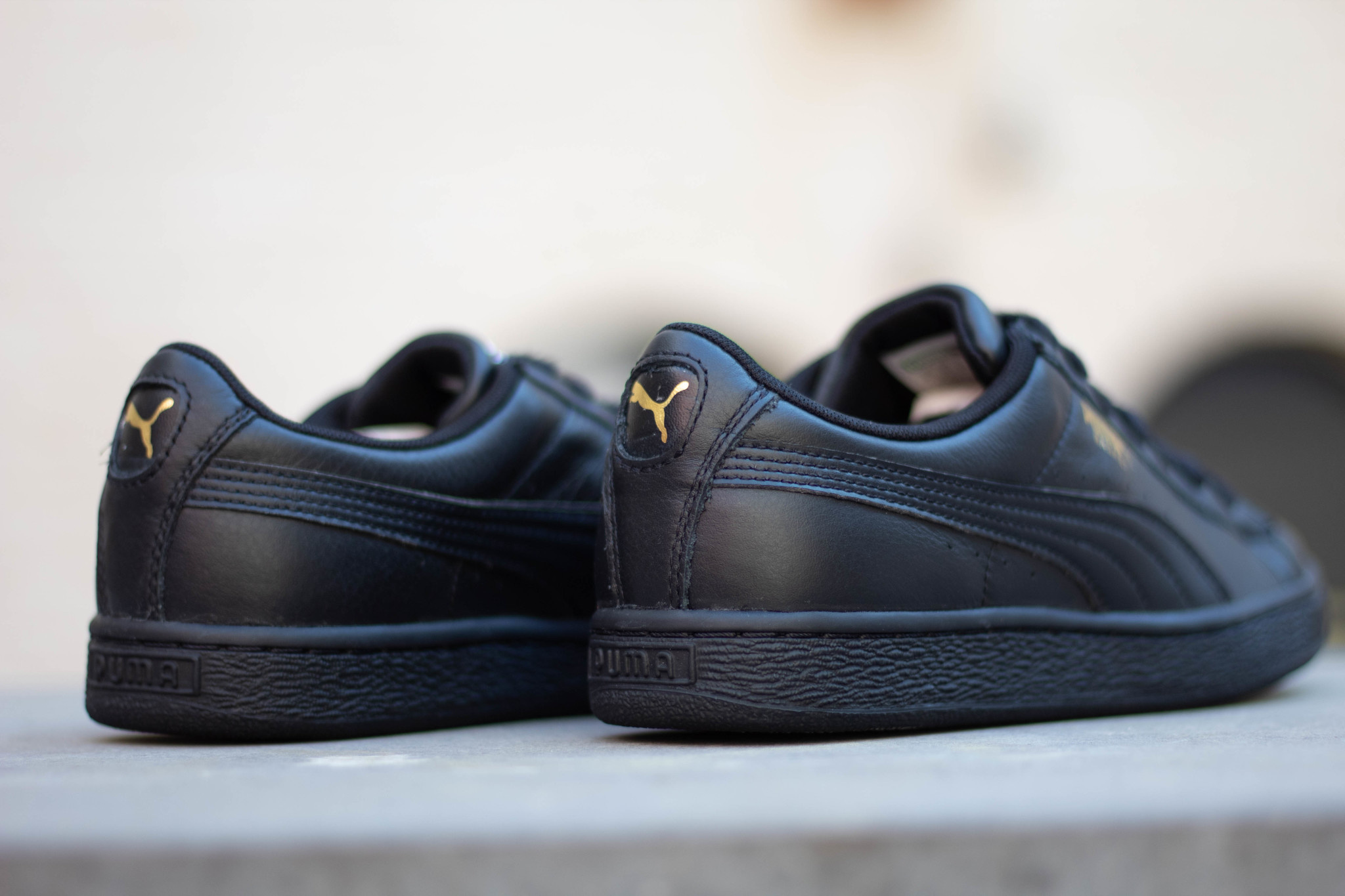 PUMA BASKET CLASSIC LFS Black-Team Gold