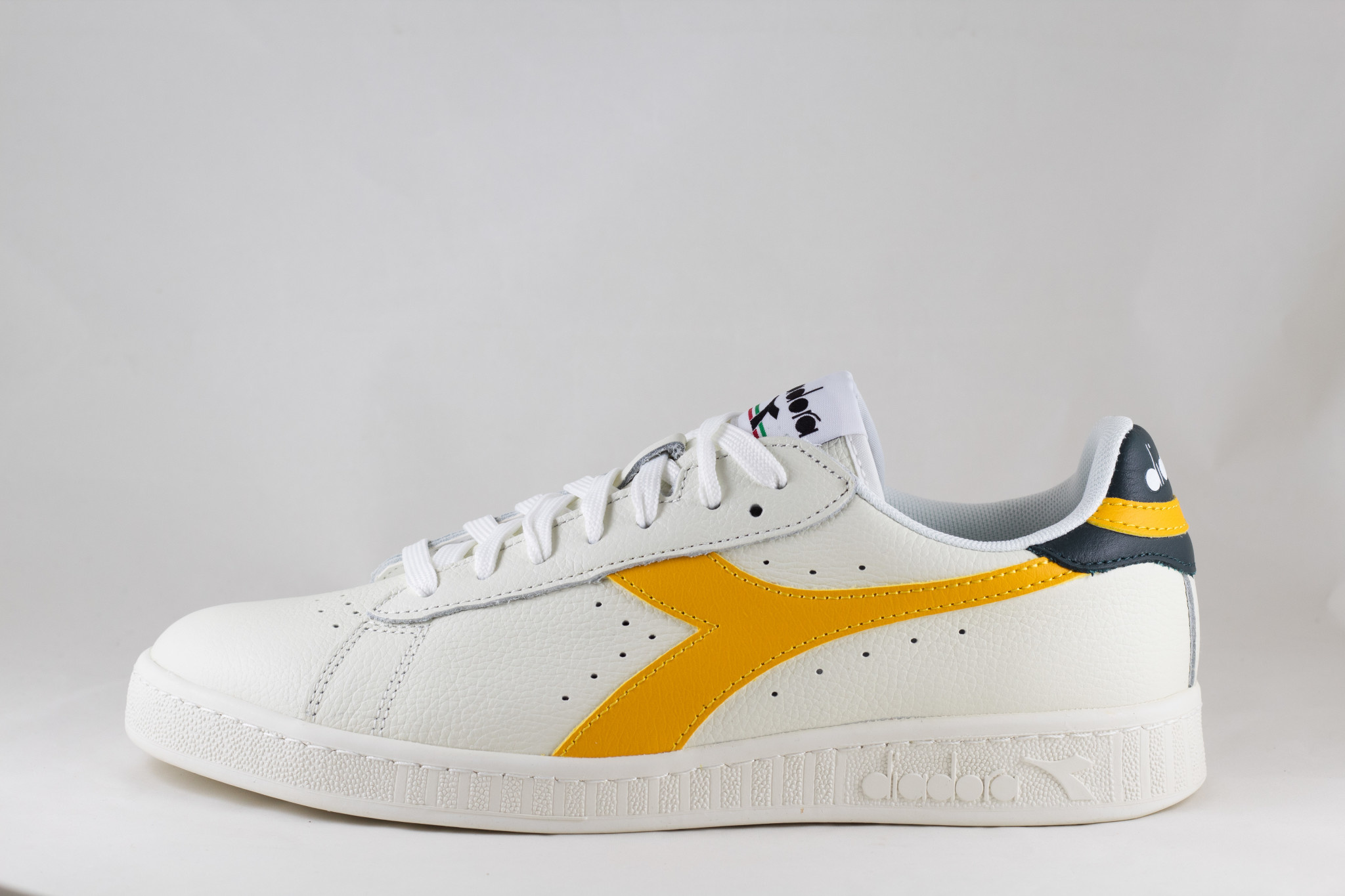 DIADORA GAME L LOW White/ Golden Rod