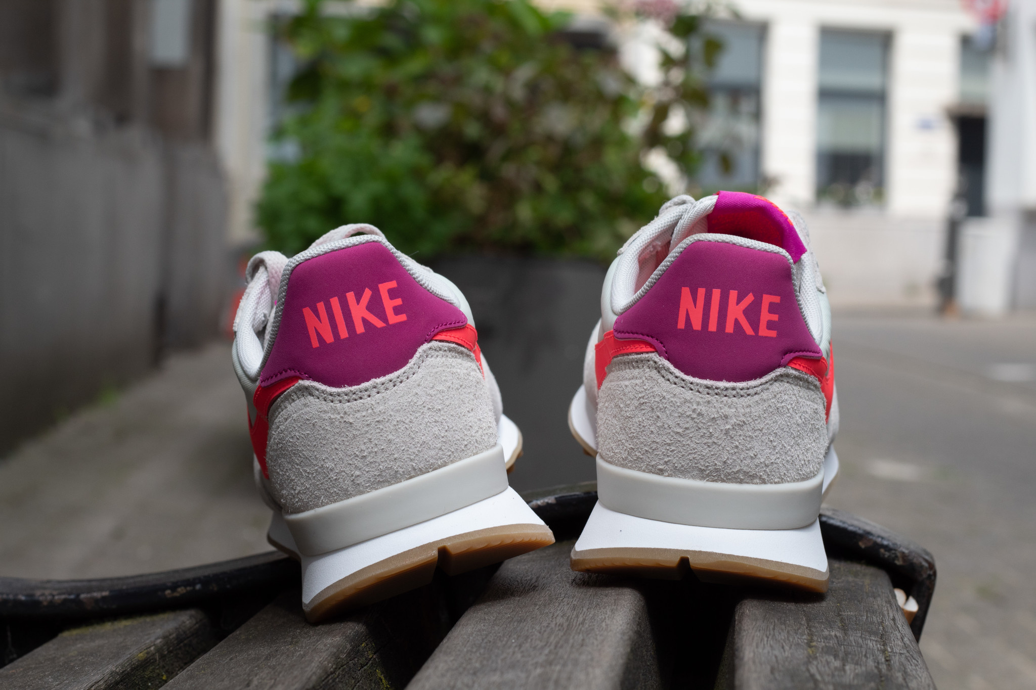 NIKE INTERNATIONALIST Light Bone/ Flash Crimson