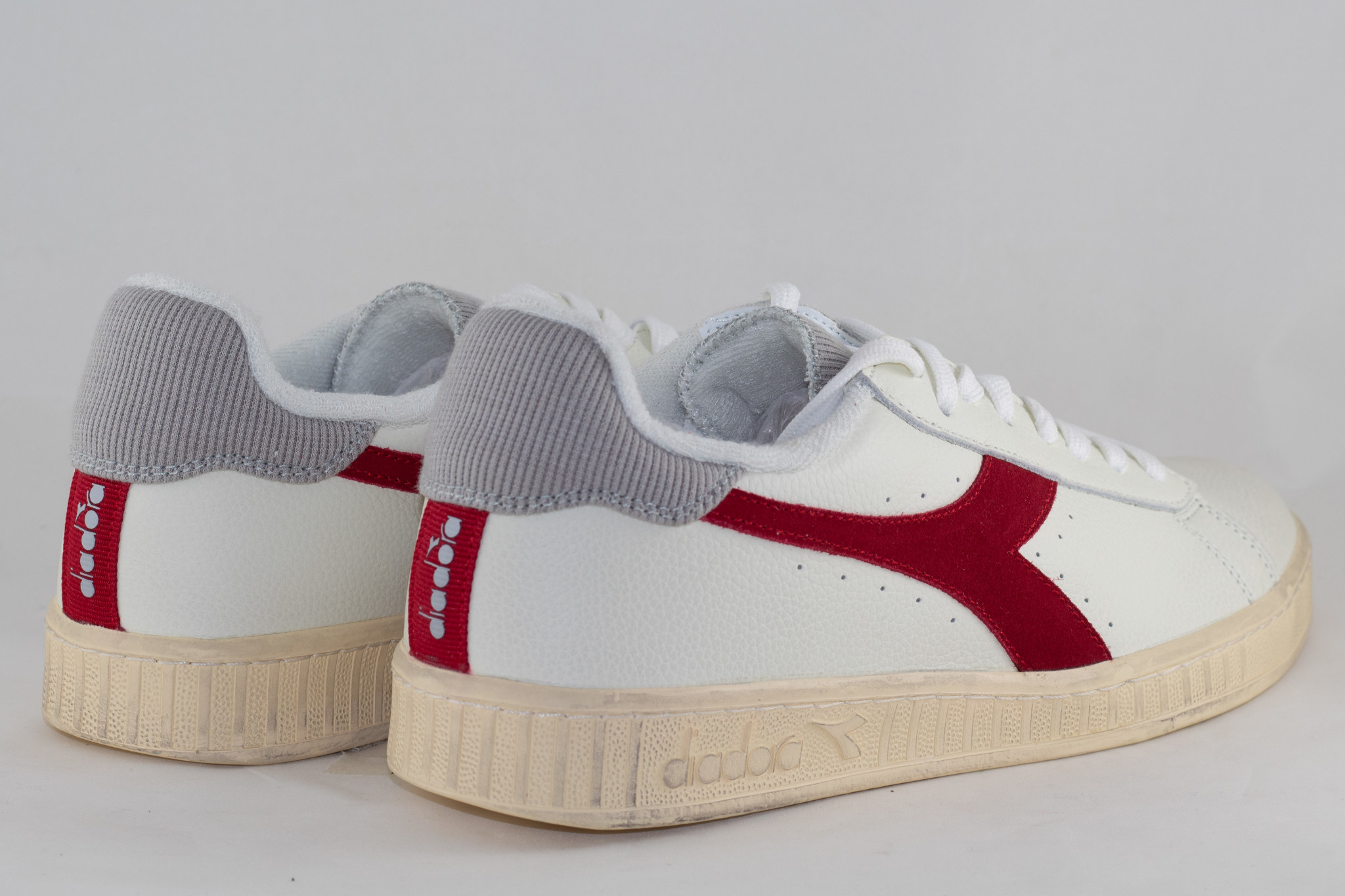 DIADORA GAME L LOW USED White/ Tango Red
