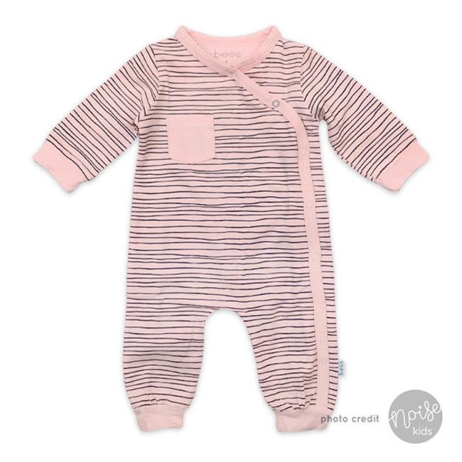 b17acf70e28777 BESS Newborn Babypakje Pinstripe Pink - Noise Kids