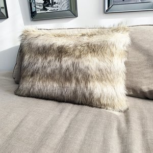 Throw Pillow 40x60  cm  -Fake fur - Wolf - Beige/ creme