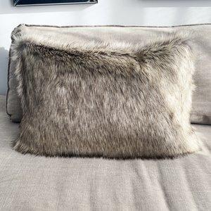 Sierkussen 40x60 cm - Imitatie bond - Winterwolf - Beige