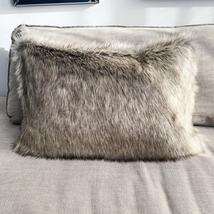 Throw Pillow 40x60  cm  - Fake fur - Winterwolf- Beige