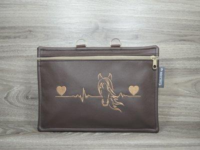 Edelzosse Equidenpasstasche Heartbeat Braun Bestickt