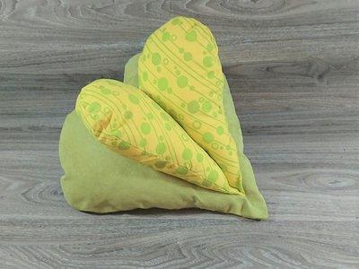 Edelzosse Lesekissen Herzkissen Grün Gelb