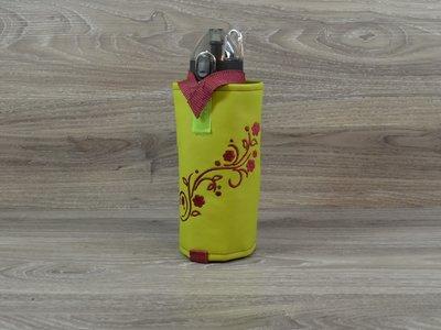 Edelzosse Flaschenhalter lindgrün bestickt incl.Flasche