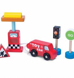 Le Toy Van Car + Petrol Pump Set
