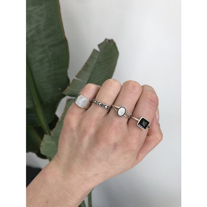 Silver Mother of Pearl | zilveren ring