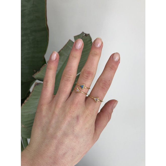Gold Triangle - Pink Opal | gouden ring